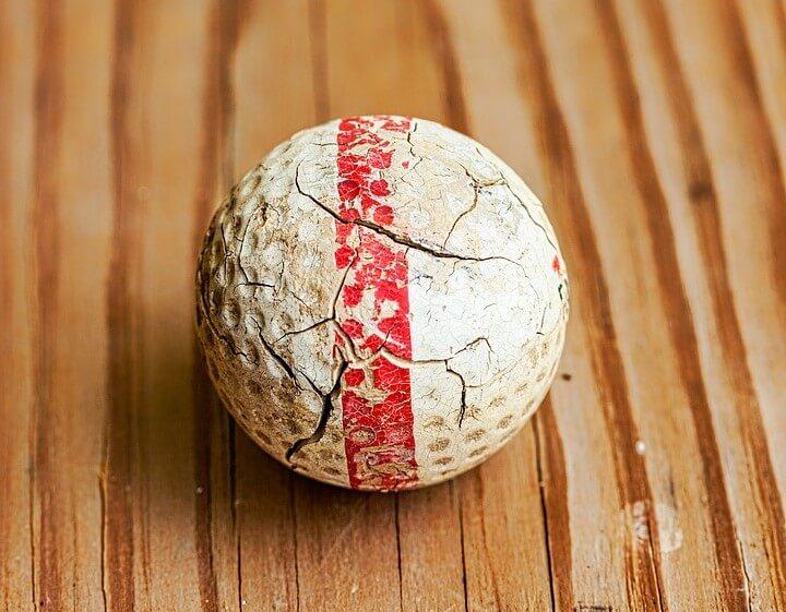 De golfballen hebben veel te lijden